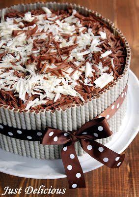 Just Delicious: Narodeninová torta - čokoládová s mascarpone krémom a jahodami