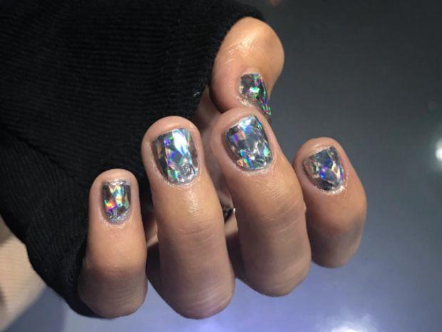 [On lit] Diamond nail, la tendance à suivre pour des ongles scintillants - Biba magazine @bibamagazine