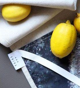 #kitchen #tea #towel #pine #lemon #linnen #photography // #küche #handtuch #geschirrtuch #leinen #pinie #rinde #zitronen