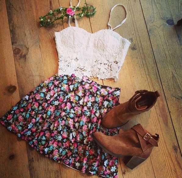 yes to florals, lace, boots and headbands