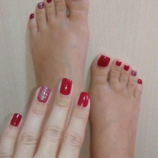 Rojo pasión❤️ #manicure #pedicure #bellos #delicados #pulcros #elegantes #nails💅 #cartadepresentación #fetipies Feliz ombligo de semana💋