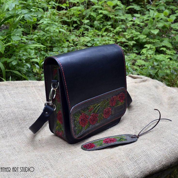 Leather messenger bag in black with tooled vines of red roses #handmadewithlove #bespokeleather #kazakhshaleatherartstudio #redrose #redroses🌹 #leatherwork #leathercraft #leathermessengerbag #specialorder #flowerdesign #summer2017 #summerstyles