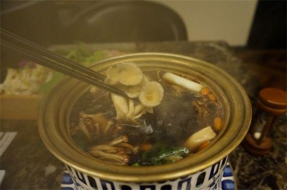 ⑫天然キノコ30種類のブラックスープ。Shangri-La's secret(シャングリラズ シークレット) ランチレビュー