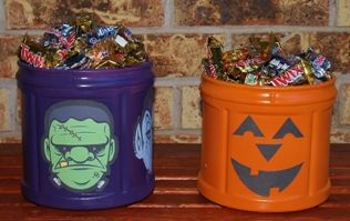 Coffee Container Halloween Candy Canister --http://www.hometalk.com/2148482/coffee-container-halloween-candy-canister