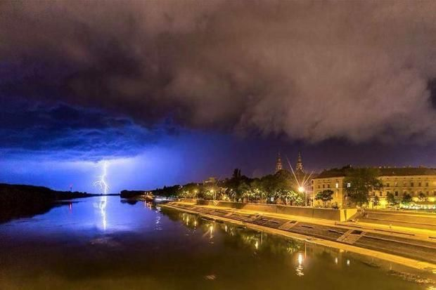 Így érkezett meg az esti vihar Szegedre - villámfotó | Tudósító - olvasóink küldték | Szeged - delmagyar.hu