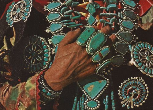 I just love turquoise ALL PILED UP. Vintage Navajo is the best!