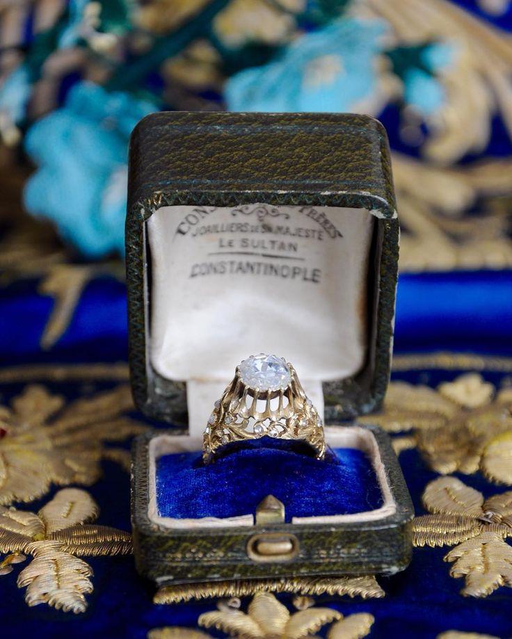 Timeless beauty 💙 2,30 carat old cut diamond ring . Available now in our antique jewelry collection💙    Zamansız güzellik 💙 2,30 karat Elmas tektaş kaz ayağı yüzük . Antika mücevher koleksiyonumuzda bulabilirsiniz. 💙    #ozerartantiques  #istanbul  #bosphorus #love #diamond  #handcraftedjewelry #instafashion  #antiquejewelry