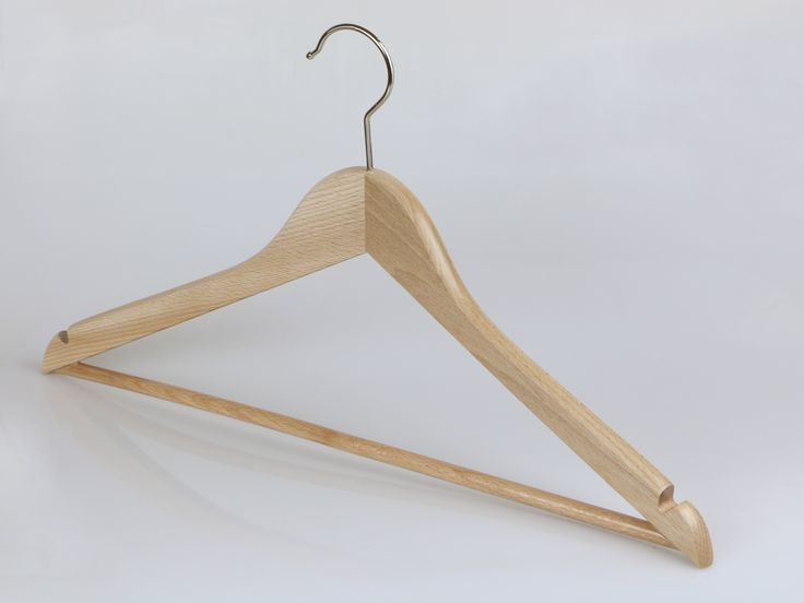 Premium quality curved shape universal hanger with bar and notched shoulders. Size:44 cm.
