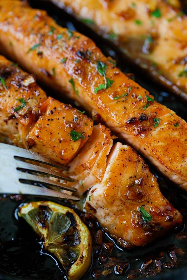 Honey Garlic Salmon - garlicky, sweet and sticky salmon with simple ingredients. Takes 20 mins, so good and great for tonight's dinner. from @rasamalaysia