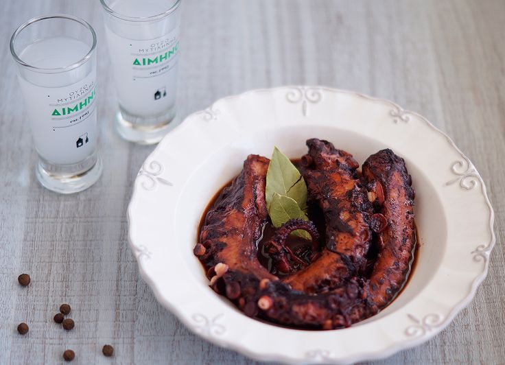 Winy Octopus: Eat it the Greek way. An ouzo summer recipe also preferred during fasting periods. // Χταπόδι Κρασάτο: Για πολλές «βούτες». Καλοκαιρινή συνταγή που δεν χρειάζεται συστάσεις!
