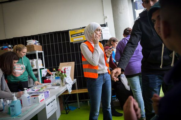Volunteers, Many Once Refugees Themselves, Help as Guides in Vienna - The New York Times