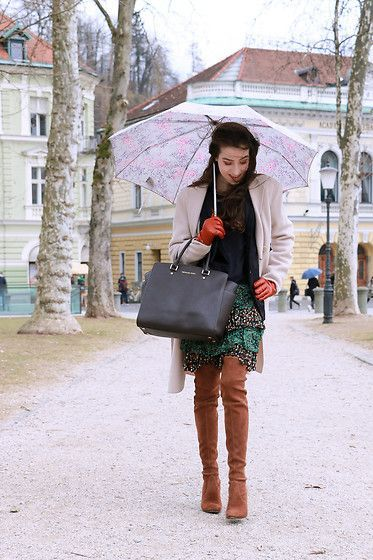 Get this look: http://lb.nu/look/8619797 More looks by Veronika Lipar: http://lb.nu/veronikalipar Items in this look: Stuart Weitzman Over The Knee Boots, Michael Kors Selma Tote Bag, Pepe Jeans Bohemian Ruffled Skirt, Juicy Couture Silk Blouse, Weekend Max Mara Double Breasted Coat #bohemian #chic #street