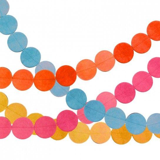 Medaglioni+di+carta+colorati - Forbici%2C+filo+e+carta+colorata%3A+ritagliate+la+carta+colorata+a+forma+di+cerchietti+ed+uniteli%2C+poi%2C+fra+di+loro+per+poterli+appendere+alle+pareti+delle+stanze.