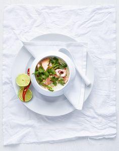 Laxgryta med räkor, chili, kokosmjölk och koriander