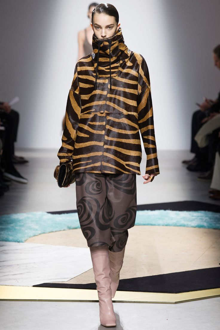 Acne Studios Fall 2014 Ready-to-Wear Fashion Show - Larissa Marchiori (Elite)