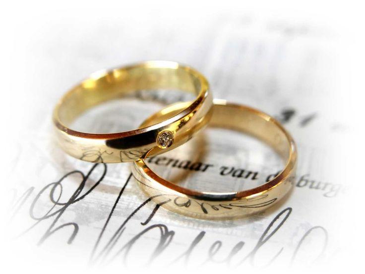 Filosofi Cincin Pertunangan : Alasan Cincin Disematkan Di Jari Manis Tangan Kiri