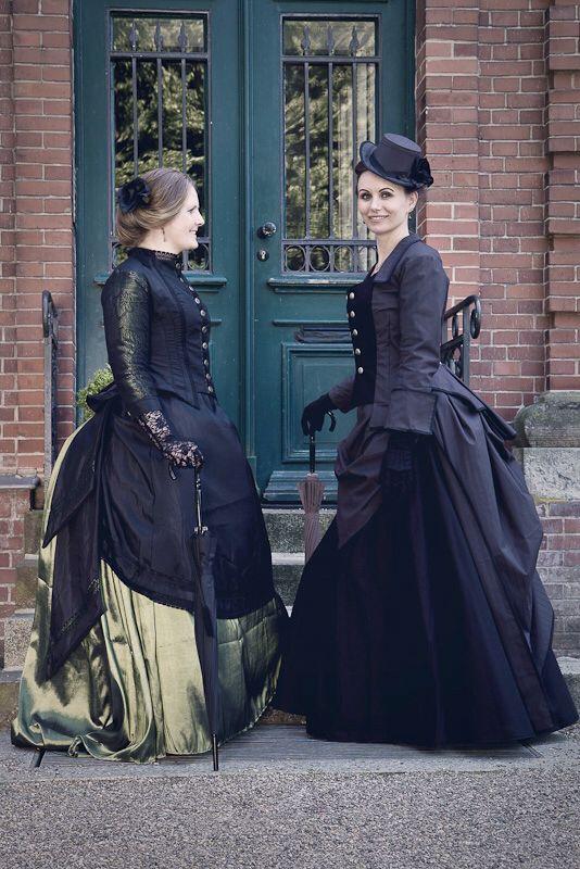 Dark Victorian Gown: www.jessicat.de