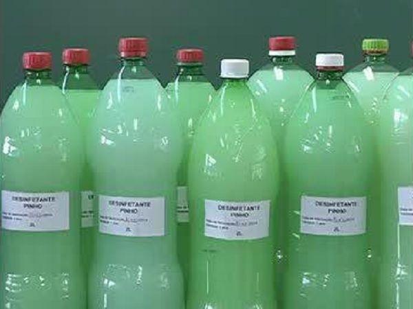O Super Desinfetante Caseiro é fácil de fazer, econômico e muito eficiente. Com ele, sua casa ficará livre de germes e bactérias com muita economia. Experi
