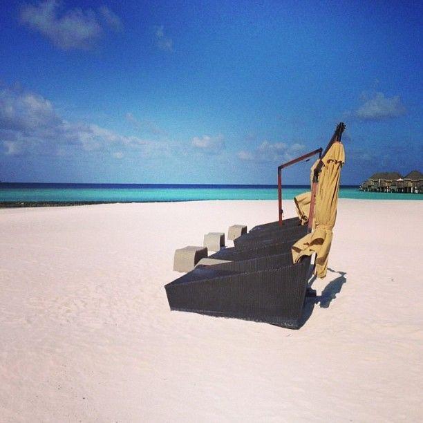 Ska jag lägga mig och läsa lite här kanske? #maldiverna #jordenruntmedving #vingresor #ving Läs mer om Maldiverna på http://www.ving.se/maldiverna/maldiverna