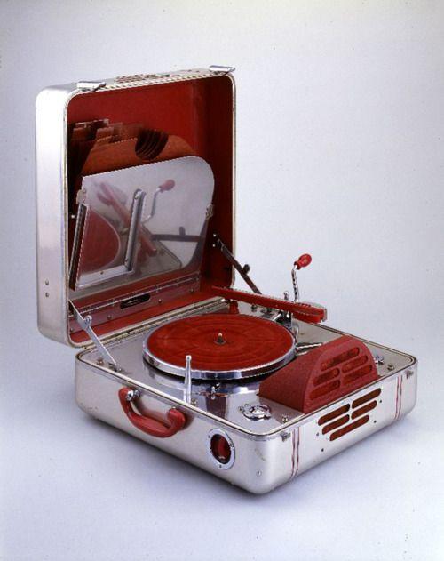 portable phonograph RCA Victor Special, 1937. Aluminium.