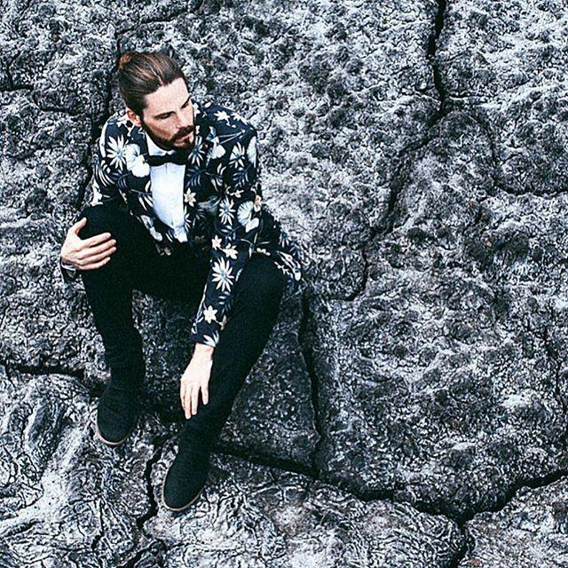 Me on the moon 😊😊. WWW.MAIKKAISER.COM  #beard #fashion #Fashionboxx_net #love #model #photooftheday #amazing #manbun #MyPhotoInVogue #manbun #look #instalike #picoftheday #mfashionstyle #instafollow #followme #malemodel #malefashion #menfashiongoals #bestoftheday #instacool #instago #malemodel #fashionblogger #style #blogger #mensfashion Photo: @edvin_prijic  Shirt: @eterna_mode bowtie: @goletz_bowties denim: @gabbadenim jacket: @scotch_official shoes: @frankwrightuk