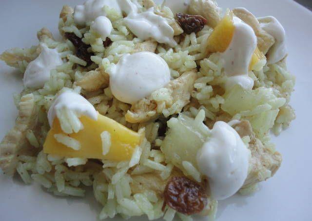Ensalada de arroz con pollo y frutas