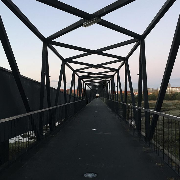 """42 Gostos, 1 Comentários - Entre Estradas (@entre_estradas) no Instagram: """"🎓Ponte do Crasto - (Universidade) Aveiro - Portugal . Todos os dias por aqui passam inúmeros…"""""""