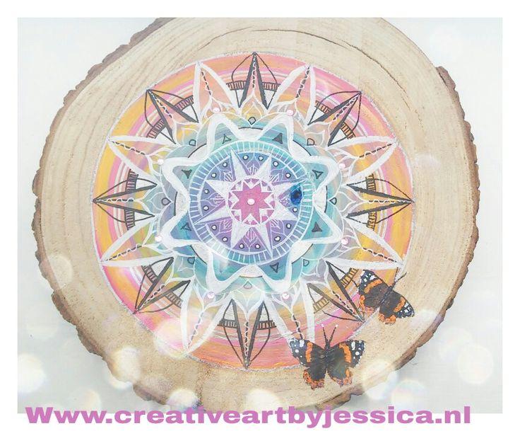 Mandala boomschijf schilderijen 40cm groot Www.creativeartbyjessica.nl #schilderij #painting #mandala #woodpainting #art #kunst #mindfulness #yoga #boho #mandalas #hippie #hippieart #spirituality #spiritualiteit #love #vlinders #butterflies