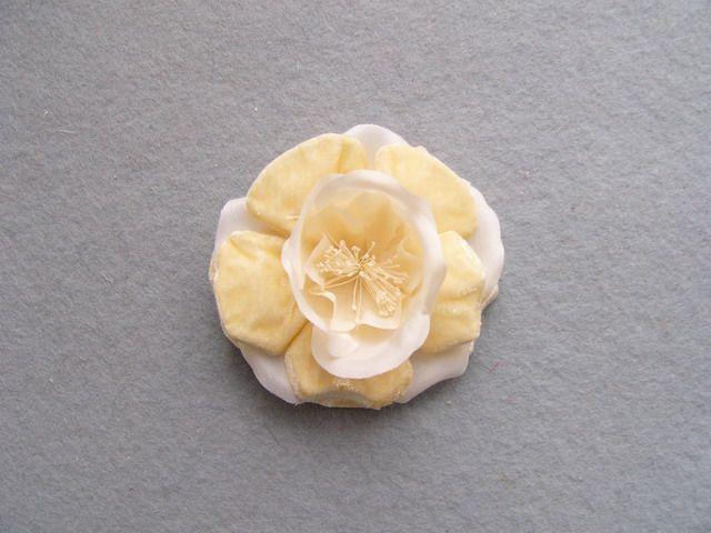 746111 1580208 - Růže bez stonku se špendlíkem