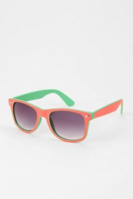 I love this style of sunglasses! :)