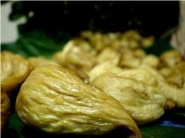 CALABRIA: FICO DOTTATO DEL COSENTINO DOP.   Questa qualità di fichi, considerata tra le migliori per la preparazione di golosità. I fichi cosentini appartengono alla Bifera Dottato, una delle 700 varietà coltivate nel mondo.