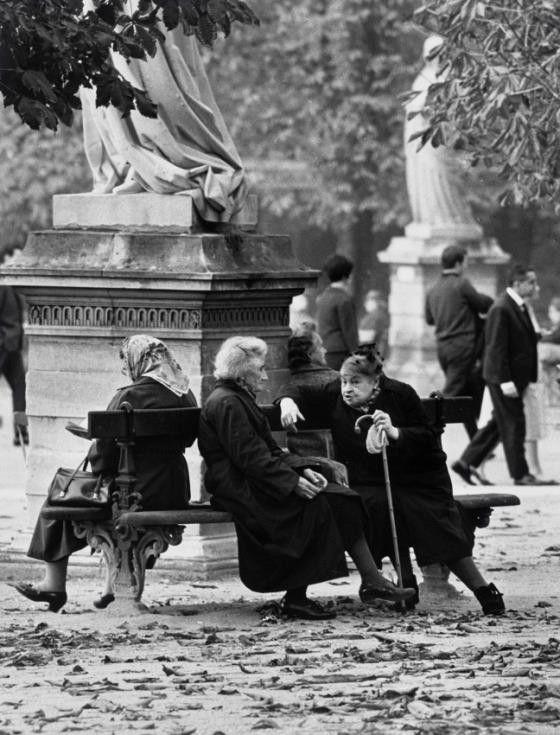 Francia. Jardín de Luxemburgo, París, 1963 // André Kertész