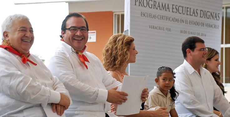 El secretario de Educación Pública, Emilio Chuayffet Chemor, asistió a la entrega de de los certificados del programa Escuelas Dignas en el estado.