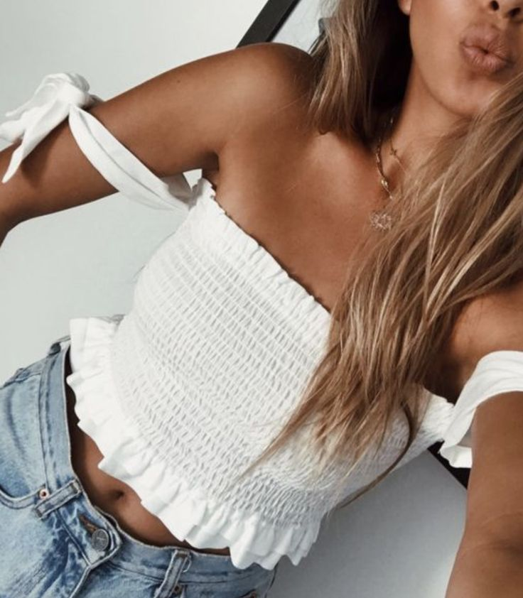 i love this strapless yet still off the shoulder top!! so so cute!!
