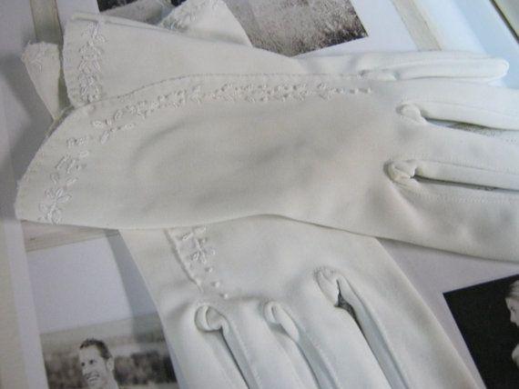 Ladies Vintage Gloves by bridesstudio on Etsy