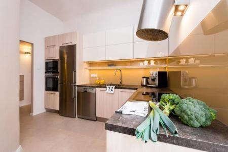 Návrh a realizace koupelny, kuchyně a zádveří v činžovním bytě na pražském Žižkově | vaidaDESIGN