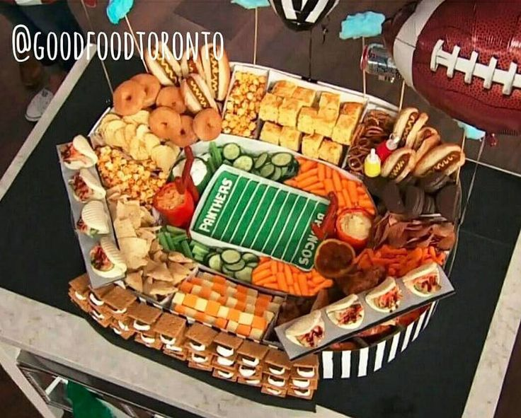 Throwback to last year when @goodfoodjess and I made this Superbowl Snack Stadium for @themarilyndenisshow. Our first TV appearance!  What are you snacking on for the Superbowl today? Snacks used in our Snack Stadium: hot dogs pork belly baos smores fondant cake spicy cheddar cornbread pretzels Chicago mix popcorn cheese veggies bacon krispy kreme donuts hummus sour cream salsa cheetos pizza pepperoni stick goal posts cotton candy clouds soda can blimp ketchup chips ruffles chips jos louis…