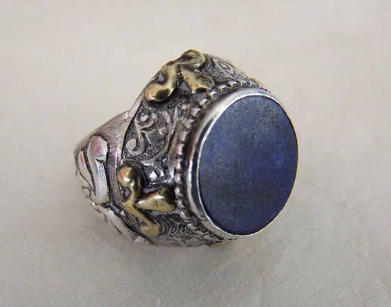 Tibetan ring. Tibetan Jewelry. Anillo tibetano de plata