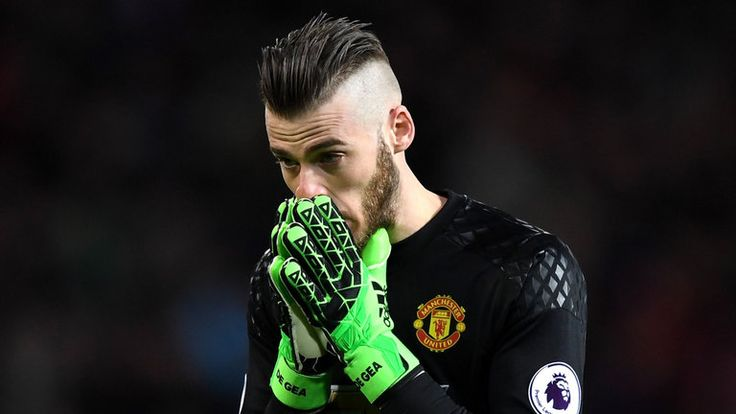 """De Gea absent for Man Utd    Manchester United goalkeeper David de Gea missed his side's trip to Sunderland on Sunday with what manager Jose Mourinho described as a """"little problem"""".   http://www.skysports.com/football/news/11095/10831739/david-de-gea-misses-manchester-uniteds-clash-with-sunderland-due-to-little-problem"""
