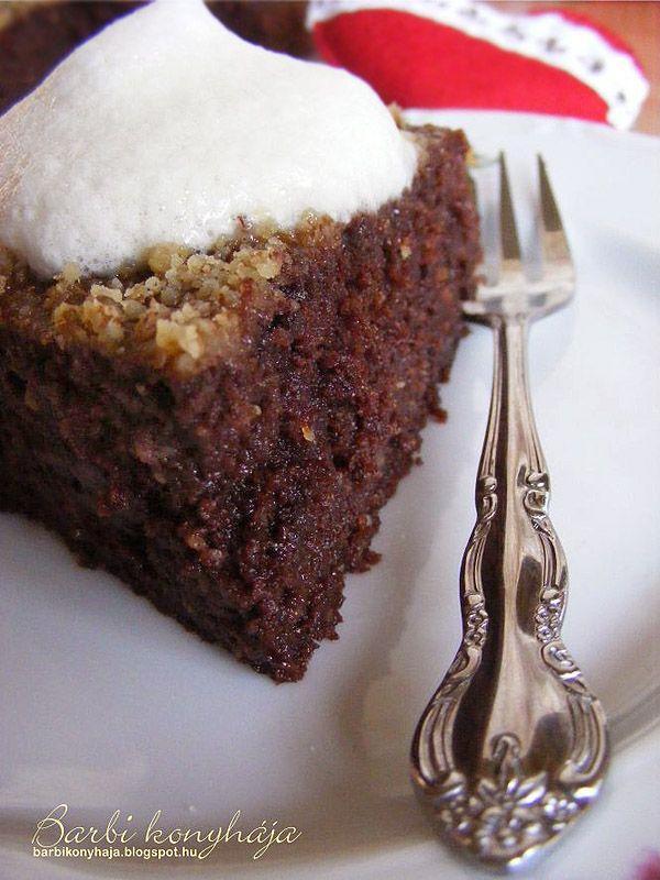 Az egészséges életmódhoz egészséges édesség dukál és most szépen apránként kísérletezem az alapanyagokkal. Ezt a krémes csokoládés tortát k...