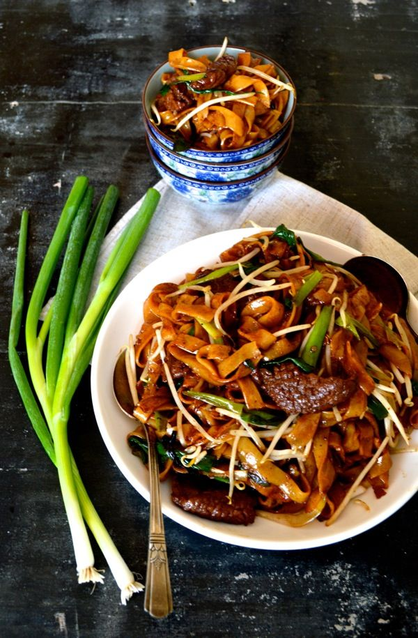 Beef chow fun is a favorite Cantonese dish, made from stir-frying beef, he fen (wide rice noodles), scallions, ginger, bean sprouts and dark soy. In the U.S., it can usually be found in Cantonese restaurants that serve dim sum. Personally, I think beef chow fun is a sleeping favorite among Chinese food lovers, but the(...)