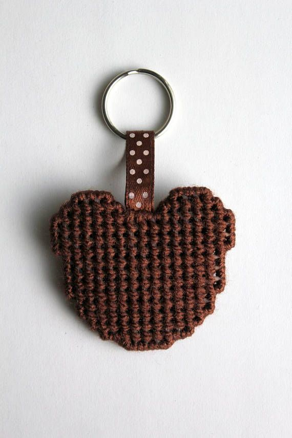 Bear keychain, animal keychain, teddy bear, keychain gift, keychain keyring, bear keyring, keychains, charm keychain, friend keychain, gifts This cute bear keychain is handmade by me with plastic canvas and acrylic yarn. Color: Brown and beige Complete with metal ring to put