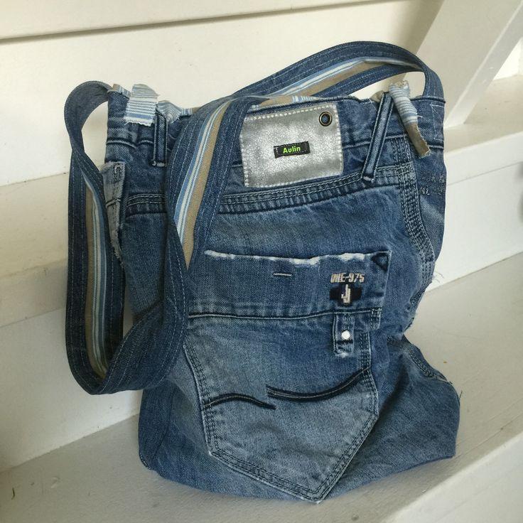 Recycled taske af gamle, slidte yndlingsjeans.