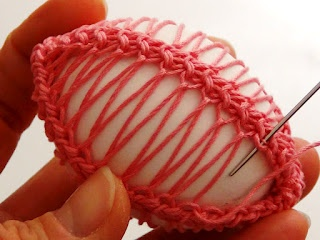 Romanian Point Lace cord: let's use it to decorate Easter eggs! Here is the tutorial