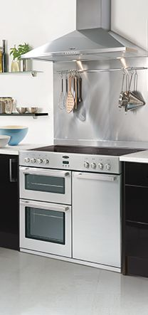 This would be the weapon of choice in my kitchen-to-build. The Belling DB900DFT stove in Stainless steel. It has three separate ovens, 4 normal burners and a wok burner. Belling > DB4 900 DFT rvs