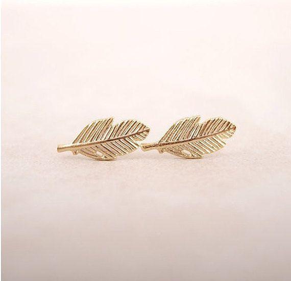 Minimalistic Tiny Leaves Stud Earrings 18k Gold by MinimalMeow