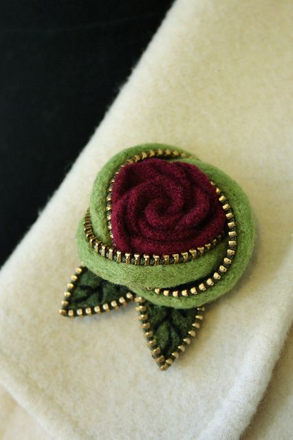 Felt and Zip Flower Brooch  http://www.flickr.com/photos/woolly_fabulous/8023567283/in/photostream