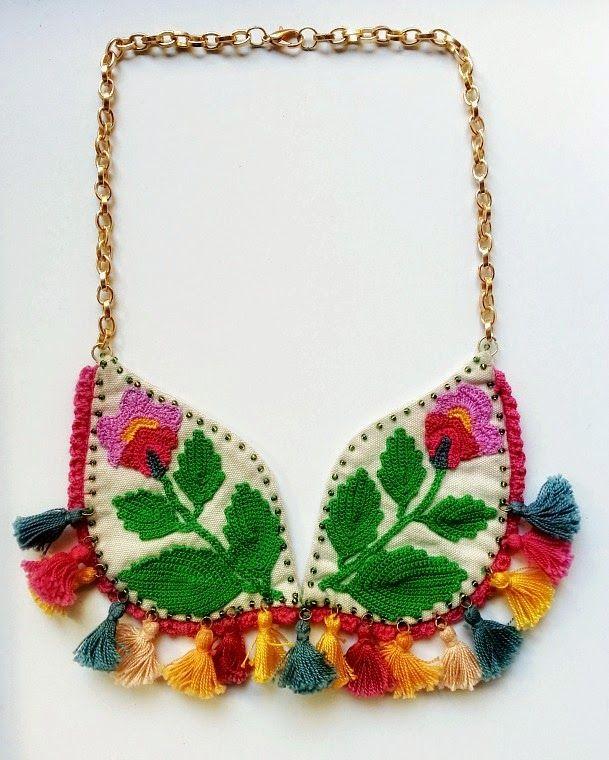 collar con aplique de ganchillo de vestida de domingo shop
