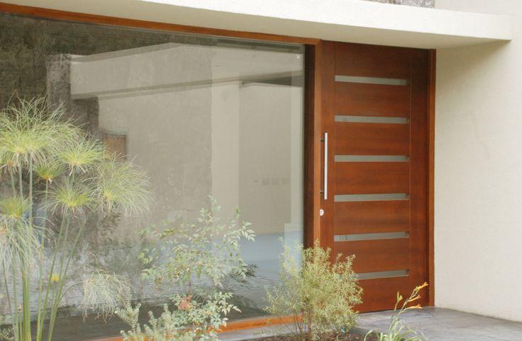 Puerta moderna en madera s lida de lenga solid modern wood for Puertas de entrada de casas modernas