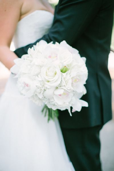 Beautiful all-white bouquet: http://www.stylemepretty.com/illinois-weddings/chicago/2015/04/23/elegant-downtown-chicago-wedding/ | Photography: Jacqui Cole - http://www.jacquicole.com/